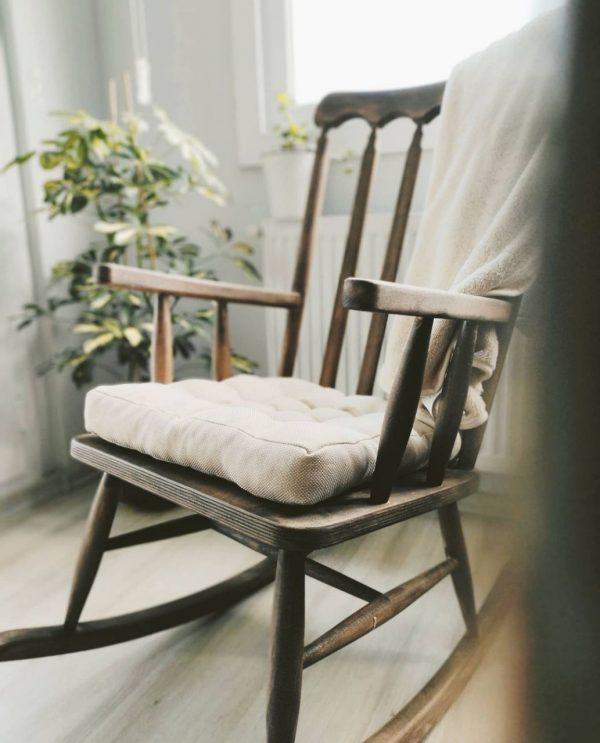 Sallanabilir kahverengi sandalye
