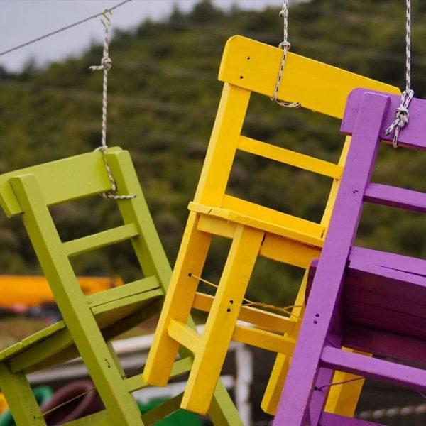 Renkli çocuk ahşap sandalyeler